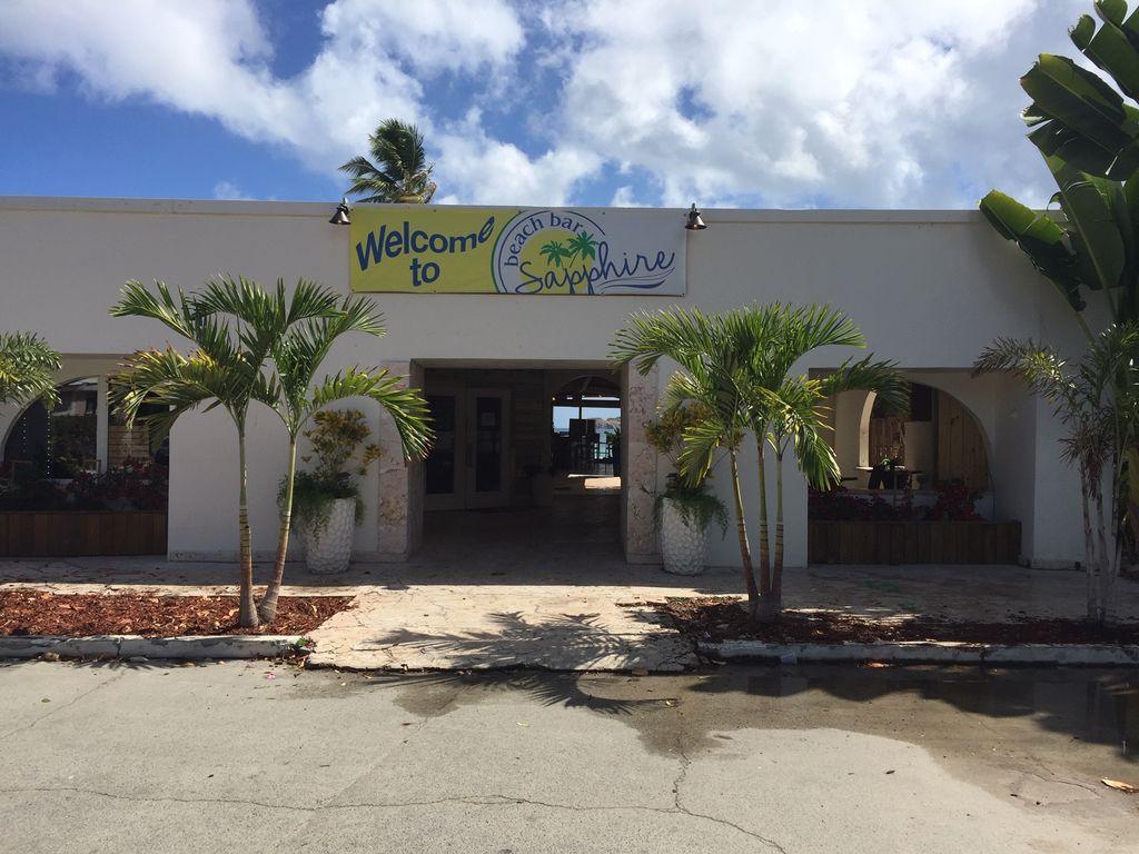 bar and restaurant entry